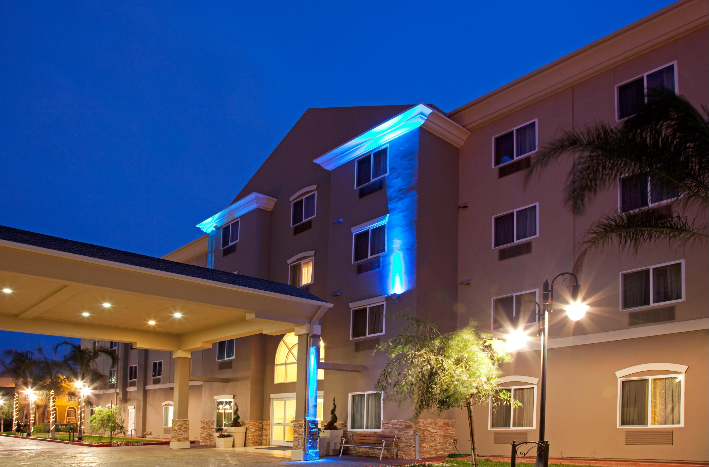 Holiday Inn Express & Suites Los Angeles Airport Hawthorne