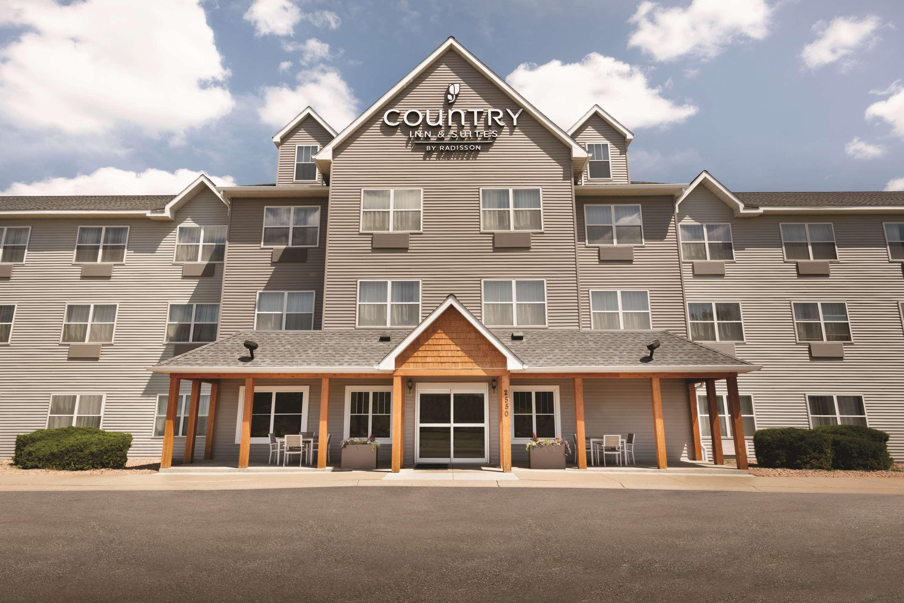 Country Inn & Suites by Radisson, Brooklyn Center
