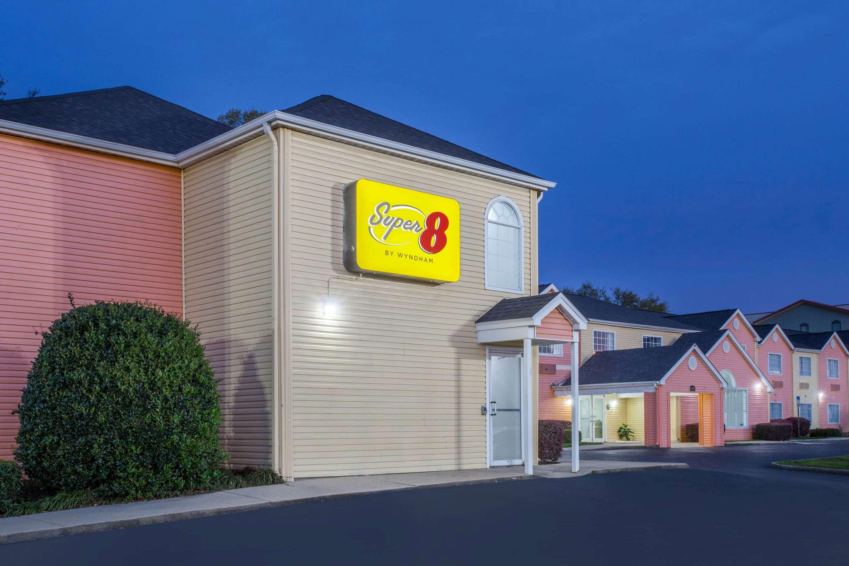 Super 8 by Wyndham Pensacola