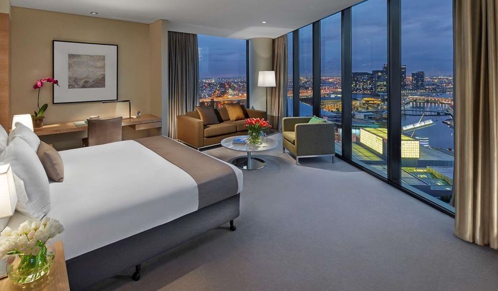 Crown Promenade Melbourne, hotel with restaurant