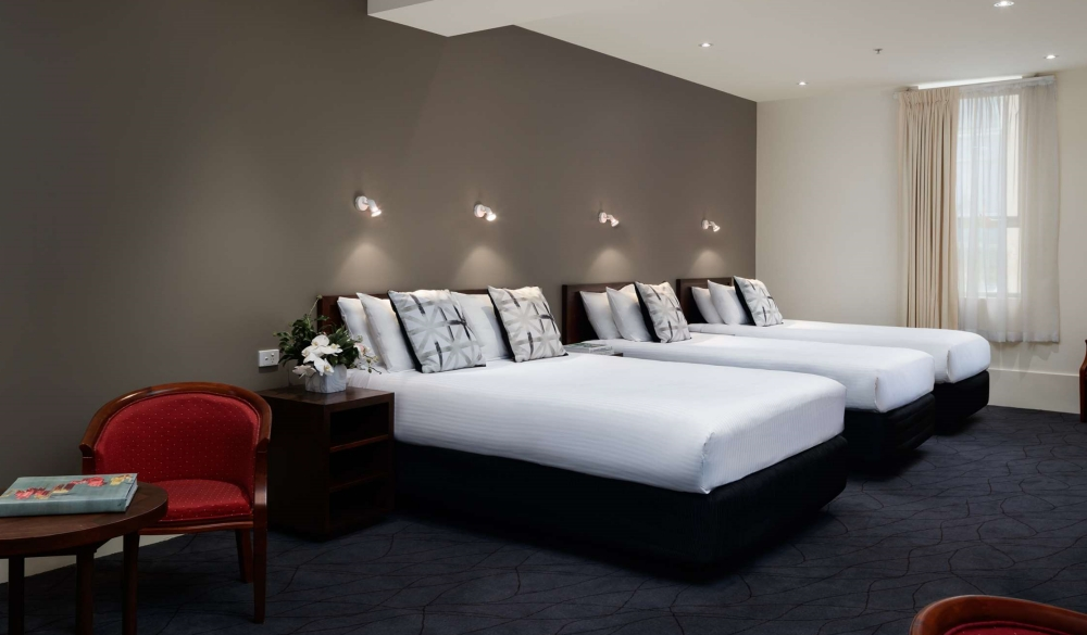 The Victoria Hotel Melbourne, hotel with restaurant