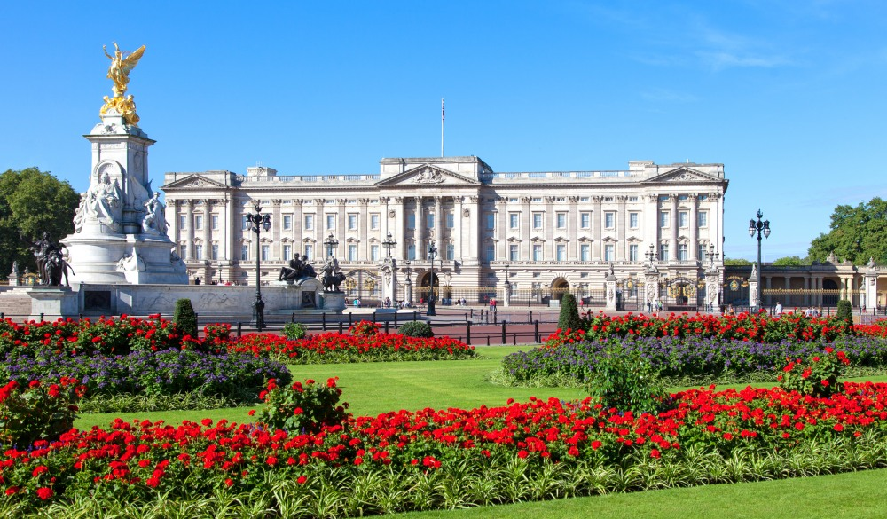 Buckingham Palace in London, sightseeing guide