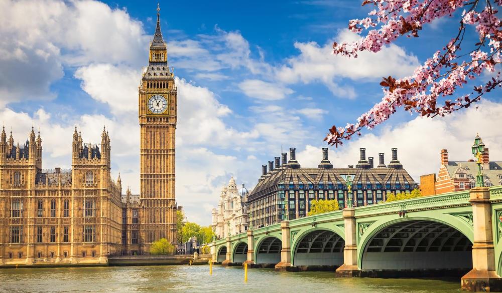 Big Ben and westminster bridge in London, london sightseeing guide