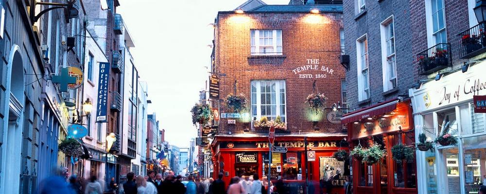 Street scene in temple bar, Dublin, Ireland