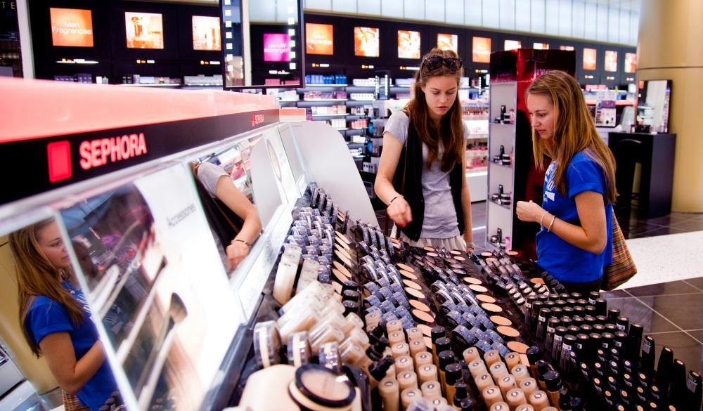 tourists in shop in Dubai Mall shopping centre.