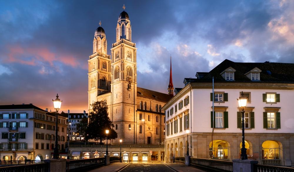 Münsterbrücke Bridge facing the iconic Grossmünster (church) in Zurich