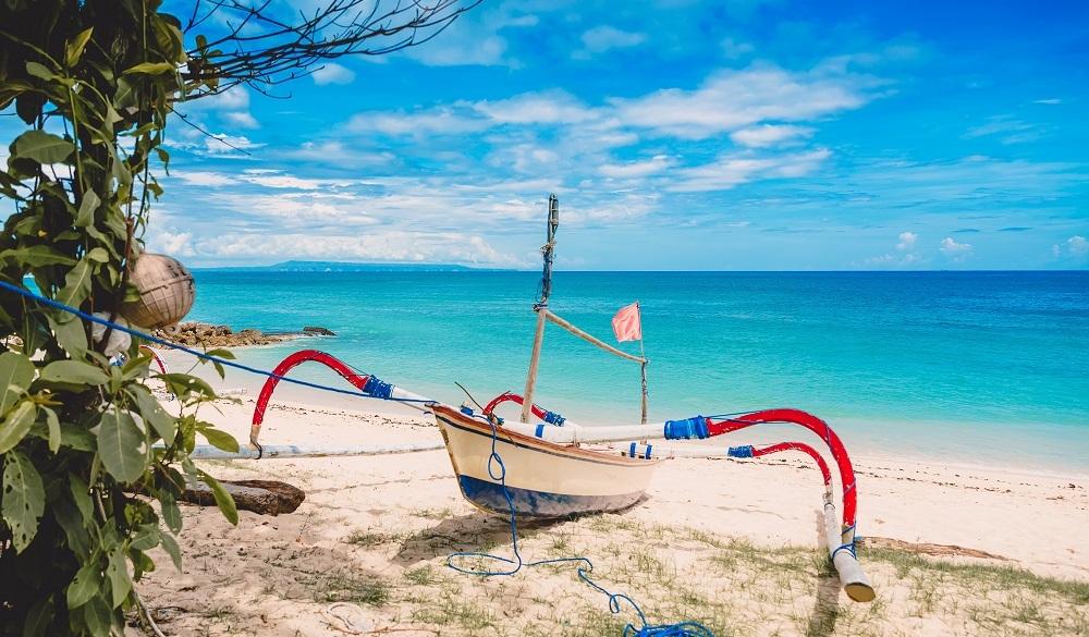 Stay in Bali Beachy-Keen on Lembongan Island, panga ashore