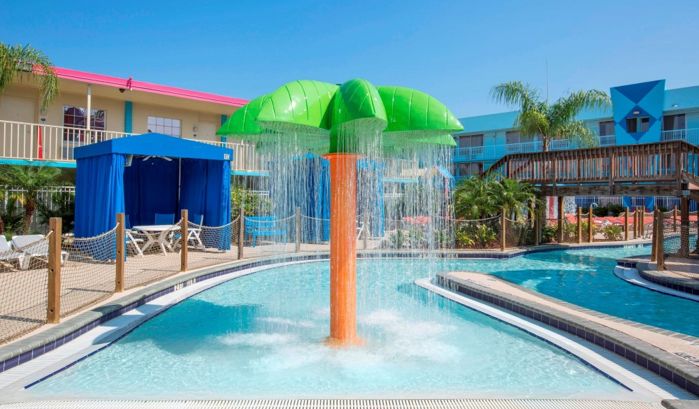 Flamingo Waterpark Resort, Orlando hotel with lazy river