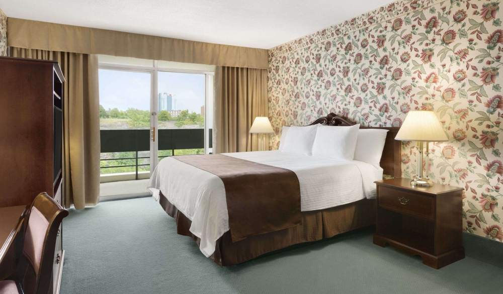 Travelodge Fallsview Hotel, hotels with the best views of niagara falls