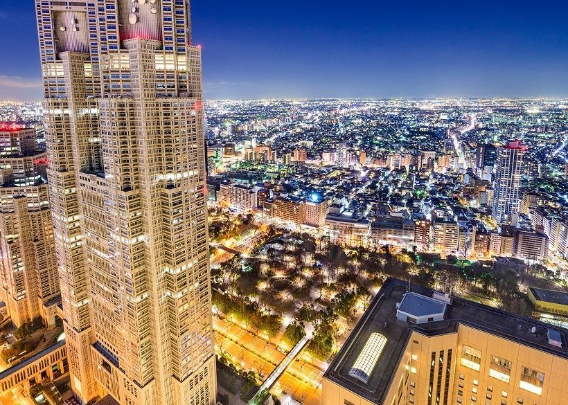 Tokyo's Vibrant Shinjuku District: Top Attractions & Hotels Nearby