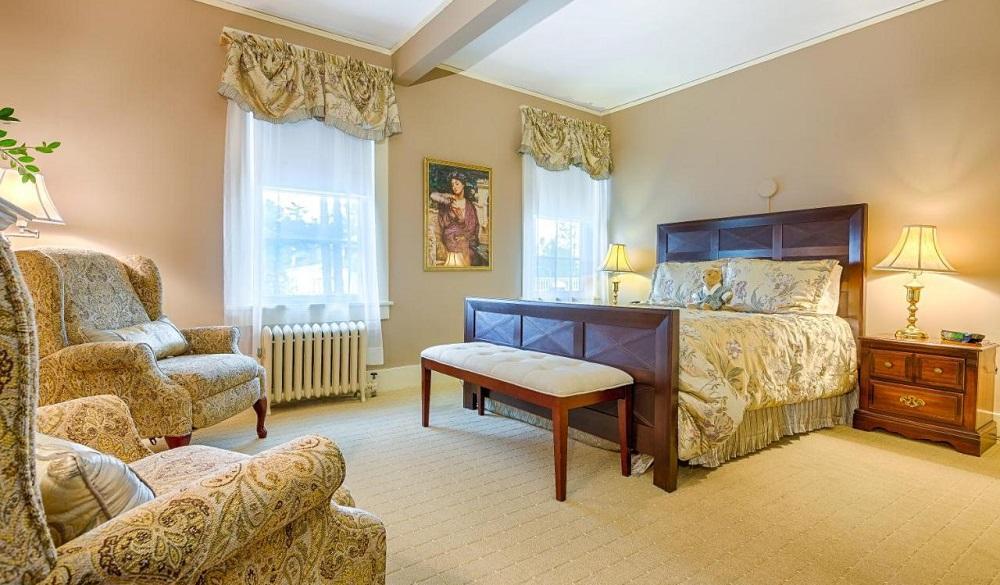 Gateways Inn & Restaurant, hotel for a fall getaways from New York