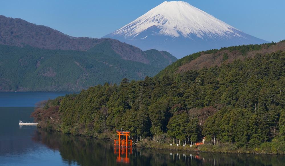 Mountain Fuji and Lake Ashi with Hakone Temple
