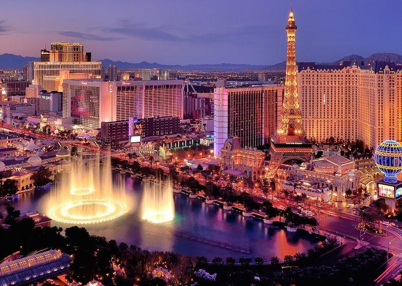 Top 12 Las Vegas Hotels with Private Pools