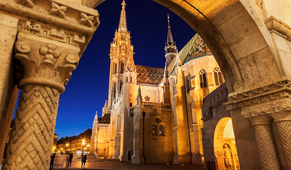 Budapest, Matthias Church seen through arch of Fishermans