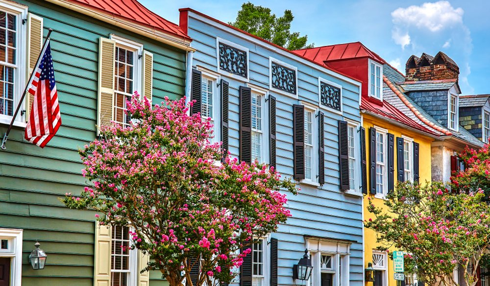 Colourful wooden houses Charleston, mothers's day getaway