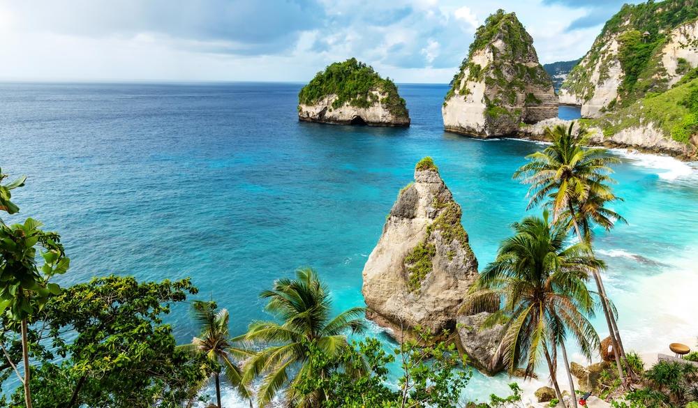 Diamond beach in Bali, tropical island vacations