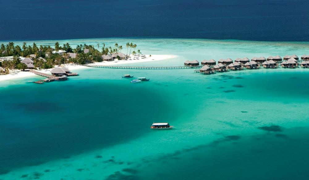Constance Halaveli, Maldives, resort on the water