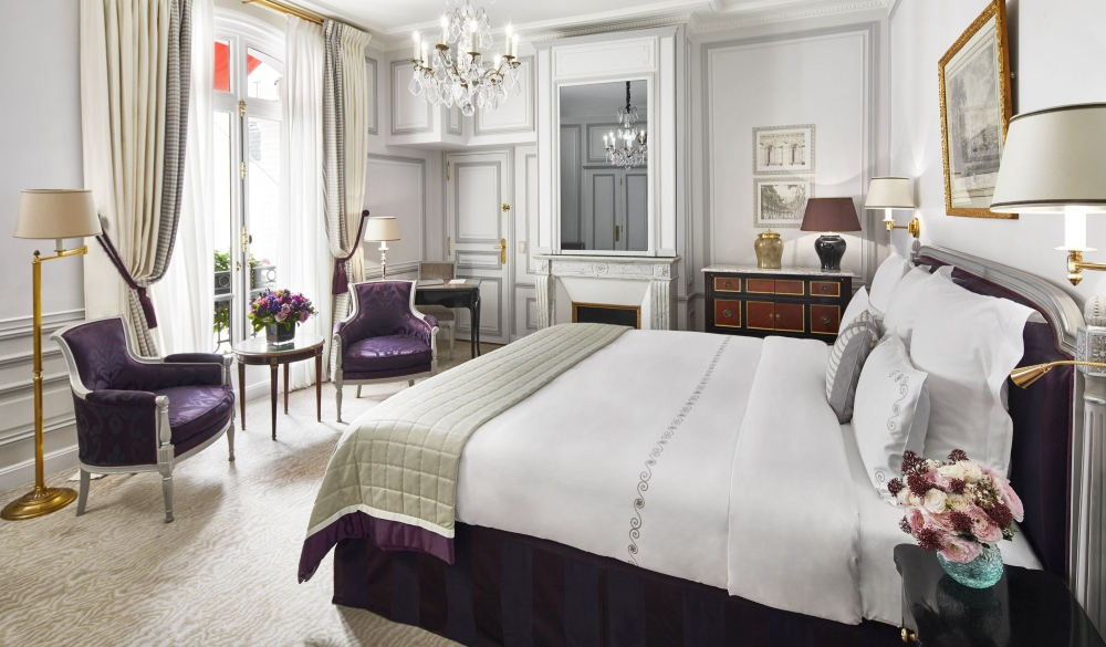 Hotel Plaza Athenee - Dorchester Collection, hotel with Eiffel tower view