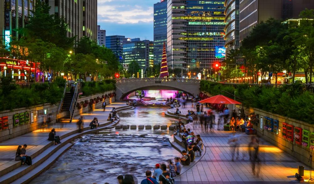 Cheonggyecheon stream running through Jongro CBD of Seoul