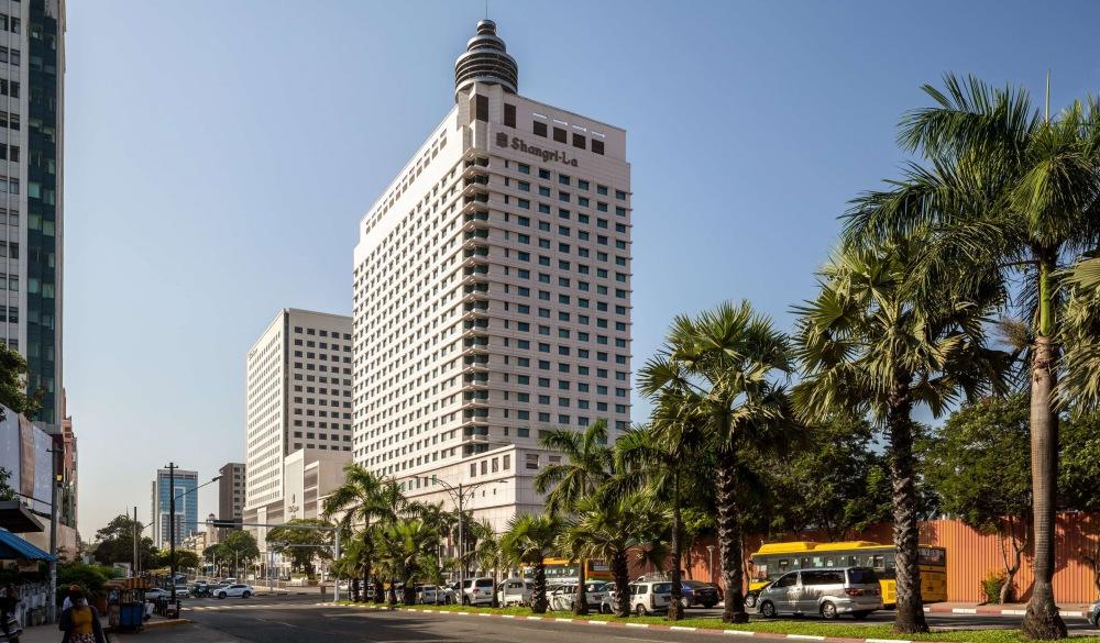 Sule Shangri-La Yangon, Hotel near Street Food