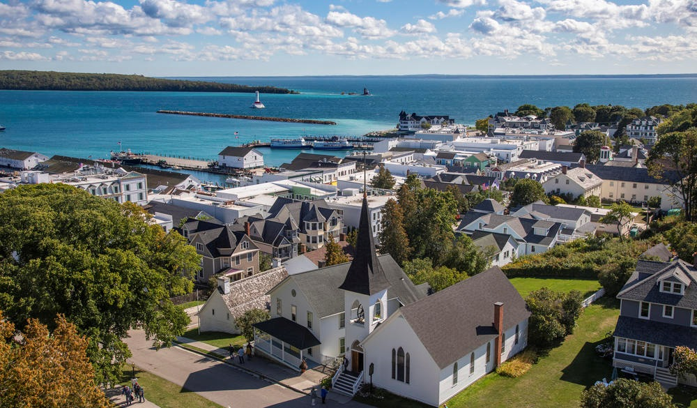 Mackinac Island Town View, destination to avoid crowds