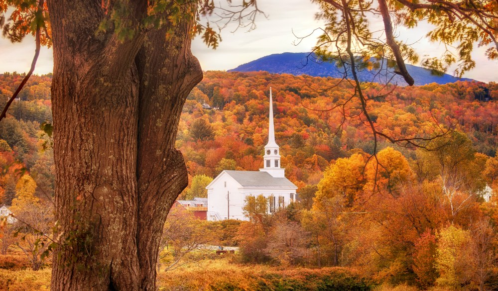 Stowe Church on a fall season morning, destination to avoid crowds