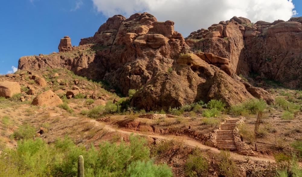 Camelback Mountain Echo Canyon recreation area trail in Phoenix