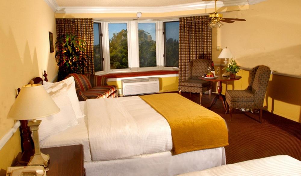 The Historic Santa Maria Inn, hotel near secluded beaches