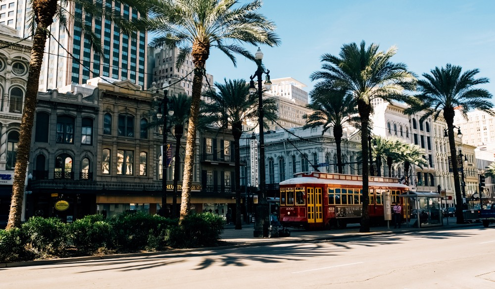 Busy street life in downtown New Orleans
