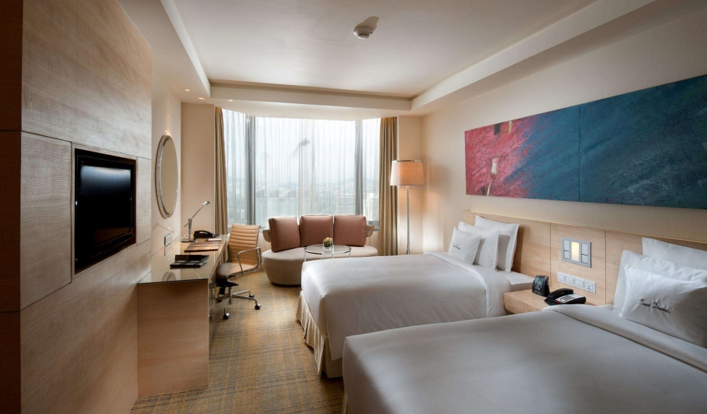 DoubleTree by Hilton Hotel Kuala Lumpur, hotels with pools