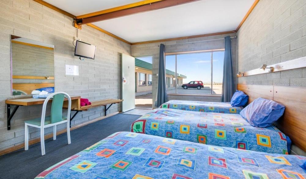 Nullarbor Roadhouse, hotel for iconic australian raod trip