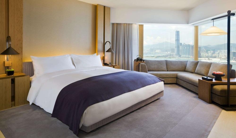 v, hi-tech hotels