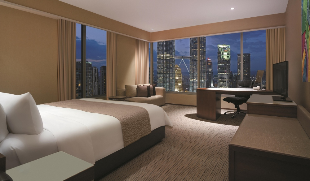 Traders Hotel Kuala Lumpur, hotels with pools