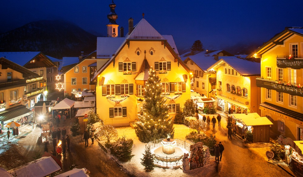 Austria, Salzburg State, Salzkammergut, St. Gilgen, Christmas Market at night, destination for road trips in austria