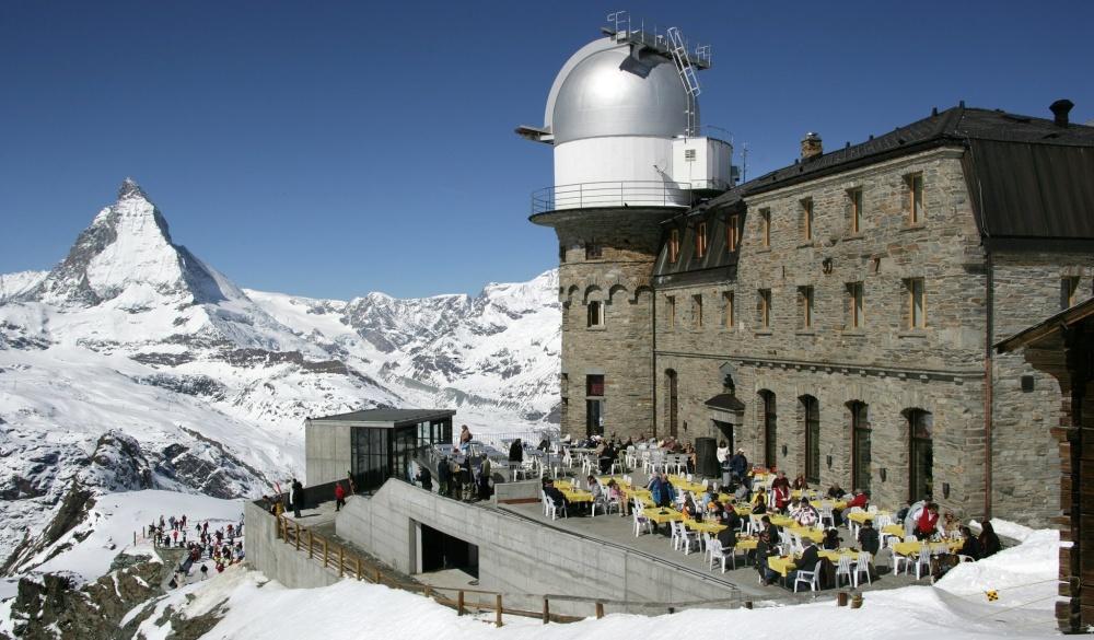 3100 Kulmhotel Gornergrat. zermatt ski hotel