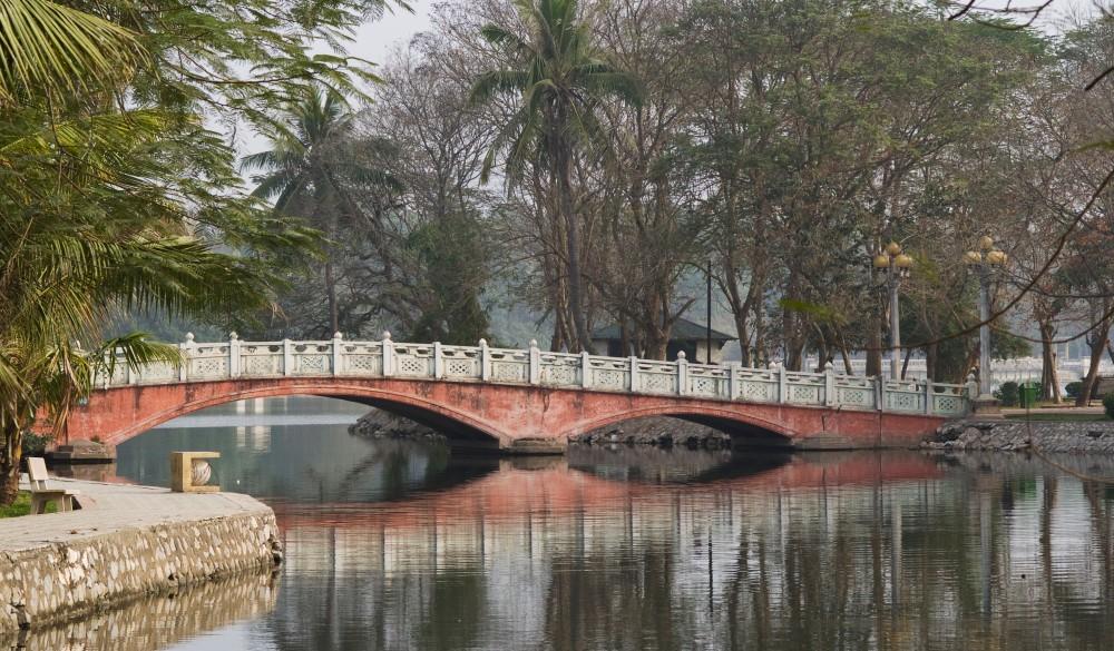 Pink bridge in Hanoi