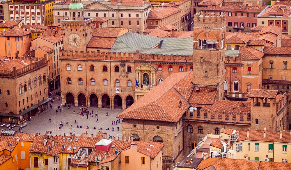 Piazza Maggiore, Bologna, destination for a weekend getaways in europe