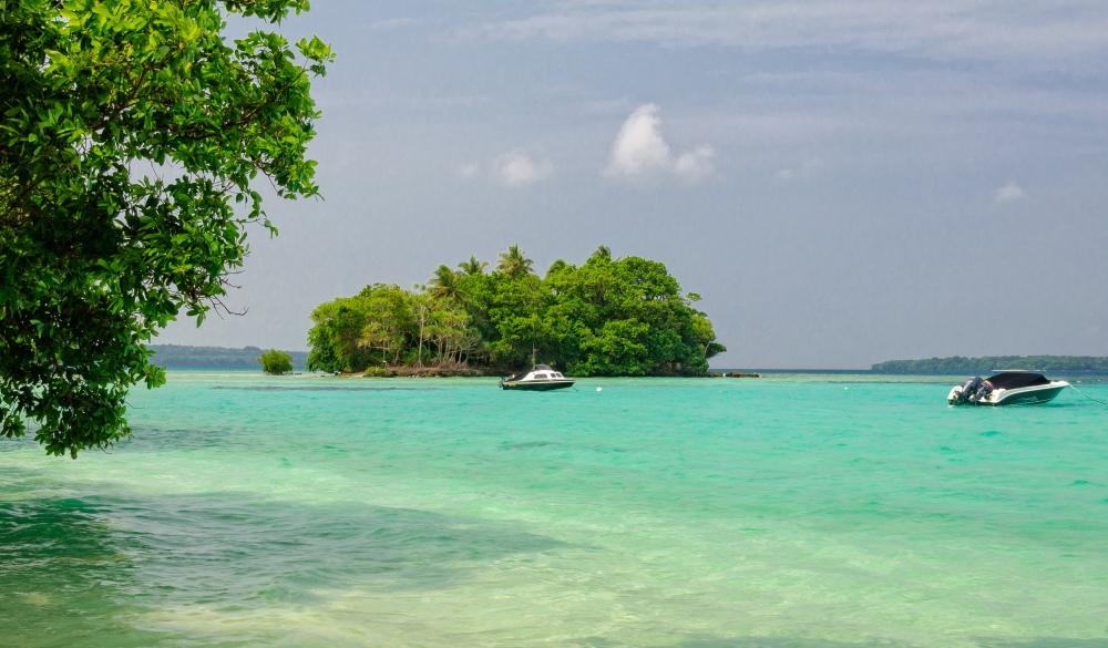 coral island near Saraoutou - Espiritu Santo,