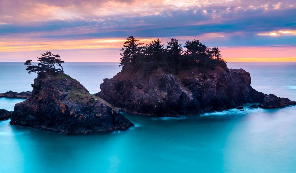 ocean rocks at Thunder Rock Cove