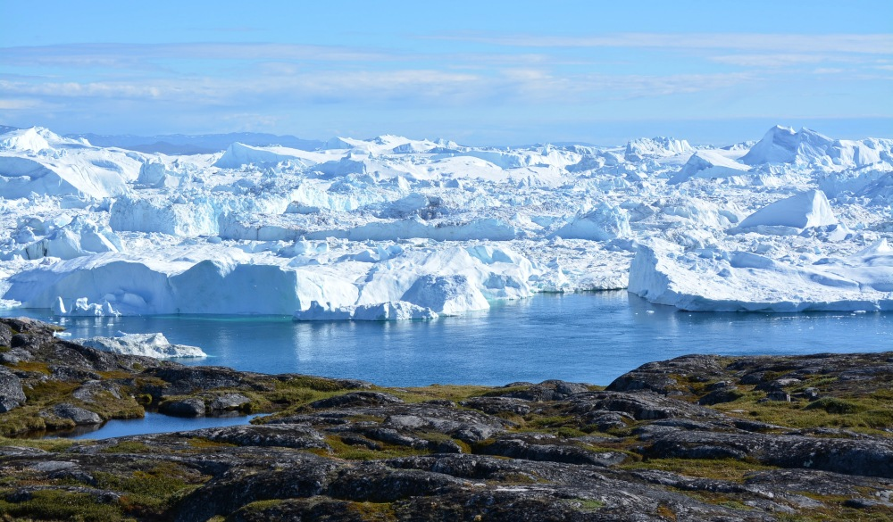 Disko Bay - big icebergs an blue sea
